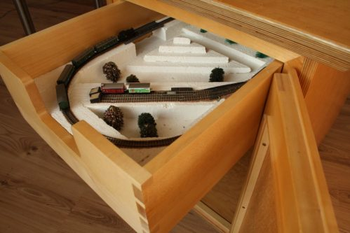 Journeyman's piece Desktop with Märklin Model Railway